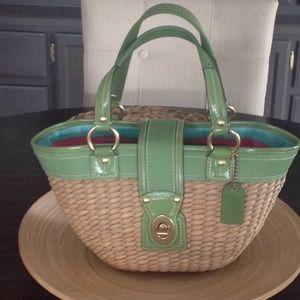 Coach basket bag green detail super clean.